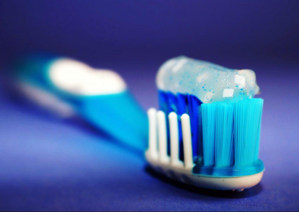 Es importante mantener un adecuado cuidado dental para proteger tus carillas dentales