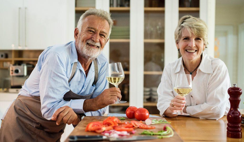 Implantes dentales en personas mayores.